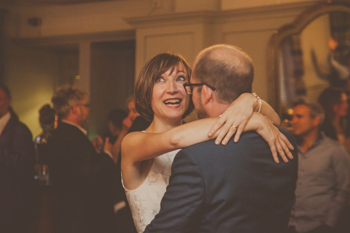 Documentary wedding photographer London, the alma pub wedding, bride and groom first dance London wedding, london wedding photographer